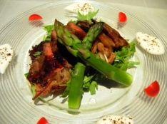 贅沢「熟成肉」の洋風鶏がらソースかけ