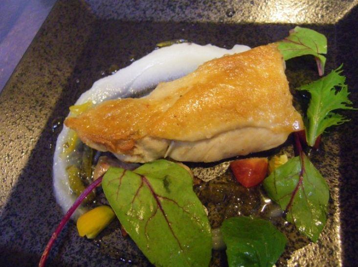 鶏もも肉のコンフィ はちみつ柚子胡椒のソースで