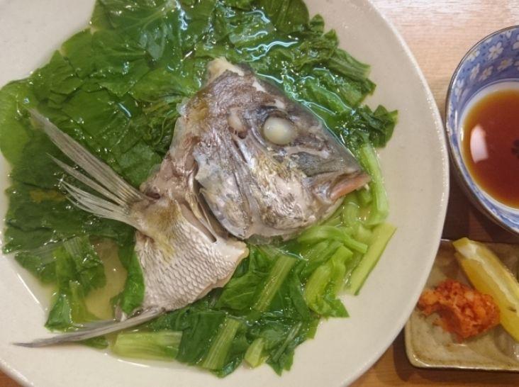 しろ菜と桜鯛の骨蒸し