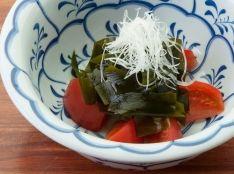 完熟トマトと若芽のサラダ