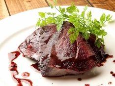 【エゾシカ】エゾシカ肉のステーキ ~赤ワインソース添え~