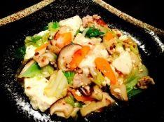 豆腐と豚肉とたっぷりお野菜のピリ辛味噌炒め