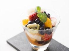 ブルーベリーと果物のマチェドニア