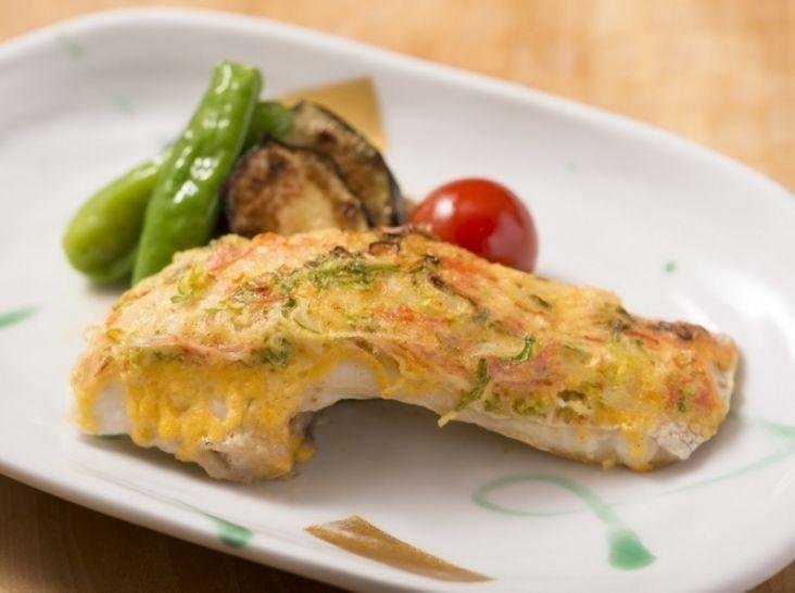 〔まかない〕鯛のかにかま葱マヨ焼