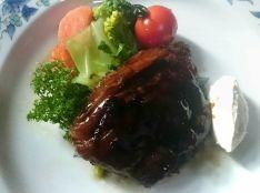 豚肉のミルフィーユステーキ  林檎バルサミコ風味