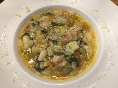 野菜たっぷり!白インゲン豆とパンのリボリータ