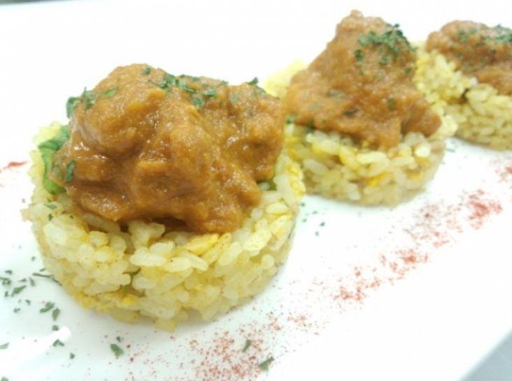 ギリシャ風カレーライス(鶏肉のスパイスとヨーグルト煮込み)