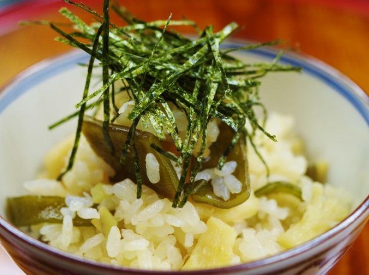ホタテと茎わかめの炊き込みご飯