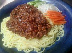 冷たい麺のジャージャー麺(炸醤麺)