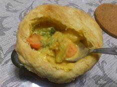 キャロッ鶏クリームシチューのパイ包み