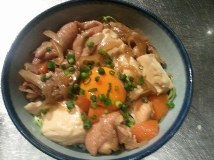 鶏煮込みすき焼丼