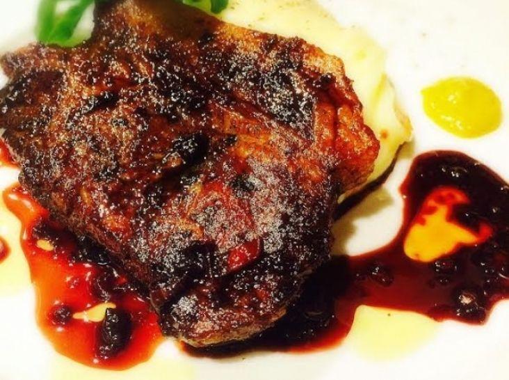 千歳産猪肉のコンフィ~バルサミコソース~