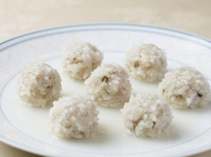 糯米蒸肉圓(もち米肉団子の蒸し料理)