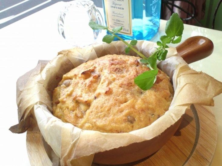 タマネギと食パンのスペイン風オムレツ