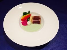 鮪のタリアータ春野菜と胡瓜のバーニャカウダ